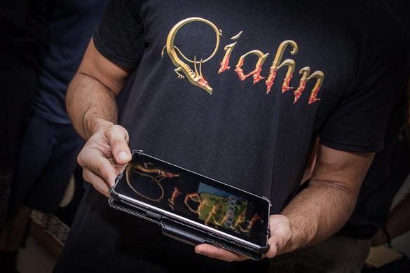 Camiseta y app Qíahn